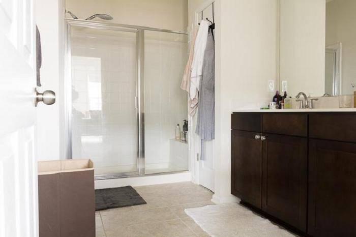 Муж сделал ремонт в санузле в счет квартплаты в съемной квартире. фото до/после