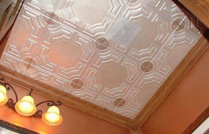 Чем покрасить и как обновить пенопластовую потолочную плитку