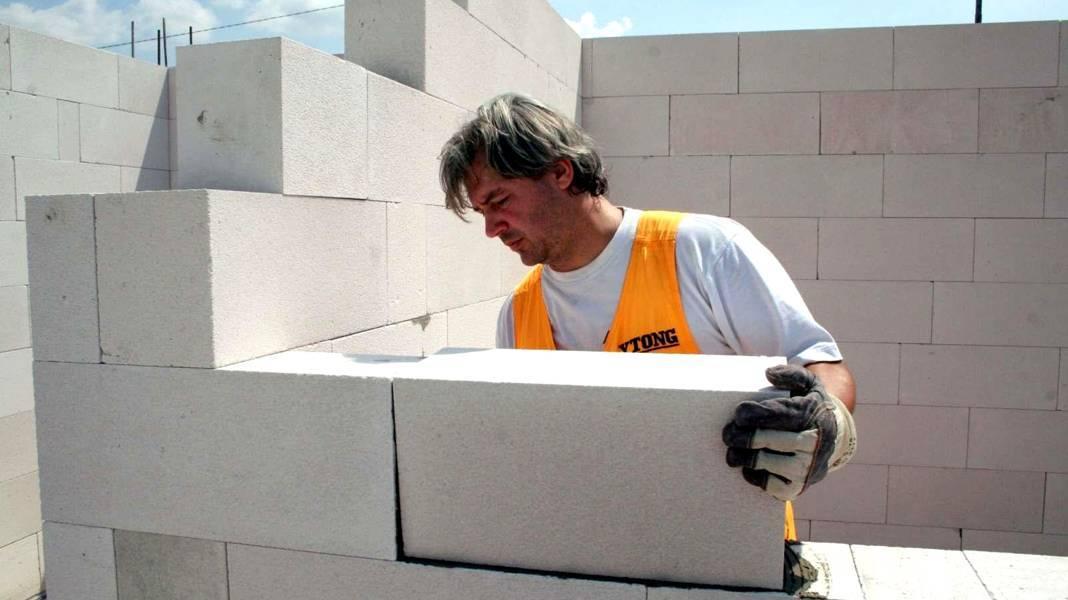 Блоки для строительства дома какие лучше: виды и характеристики строительных блоков, цена и размеры, критерии выбора