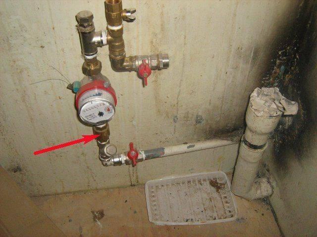 Замена счетчика воды самостоятельно: можно ли и как поменять самому, что будет за самовольную установку в квартире, какой штраф?