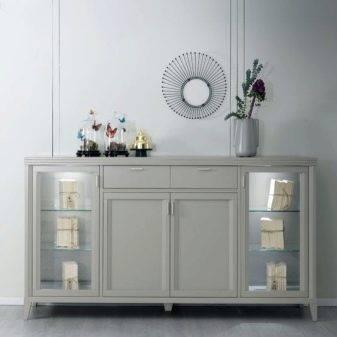 Витрина для посуды в гостиной (102 фото): шкаф со стеклом, угловая стеклянная мебель, «классика» и «современность», варианты из италии и российского производства