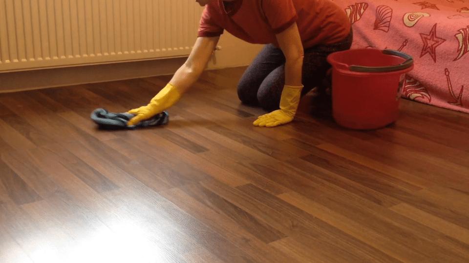 Чем моют деревянный пол после покраски эмалью