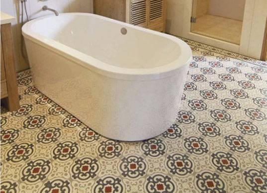 Линолеум в ванную комнату: можно ли стелить и класть влагостойкий материал, способы укладки, фото и видео