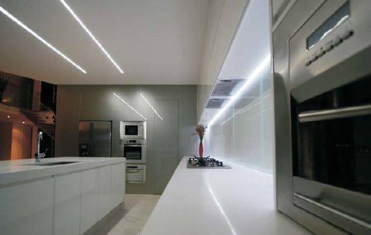 Светодиодная лента под натяжным потолком (33 фото): как сделать и установить подсветку на натяжном потолке, варианты монтажа диодной ленты
