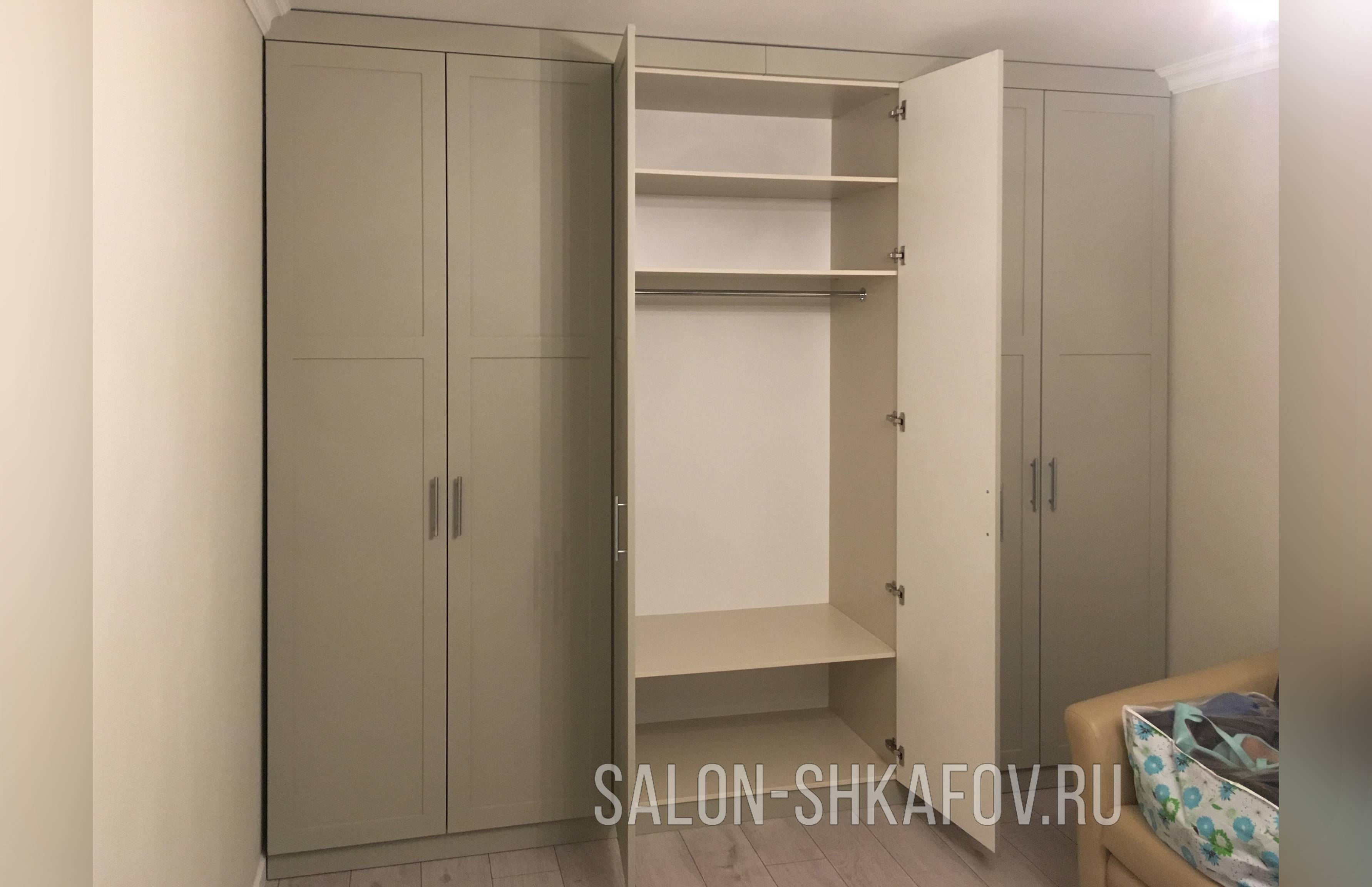 Глянцевые шкафы, их плюсы и минусы, а также правила ухода