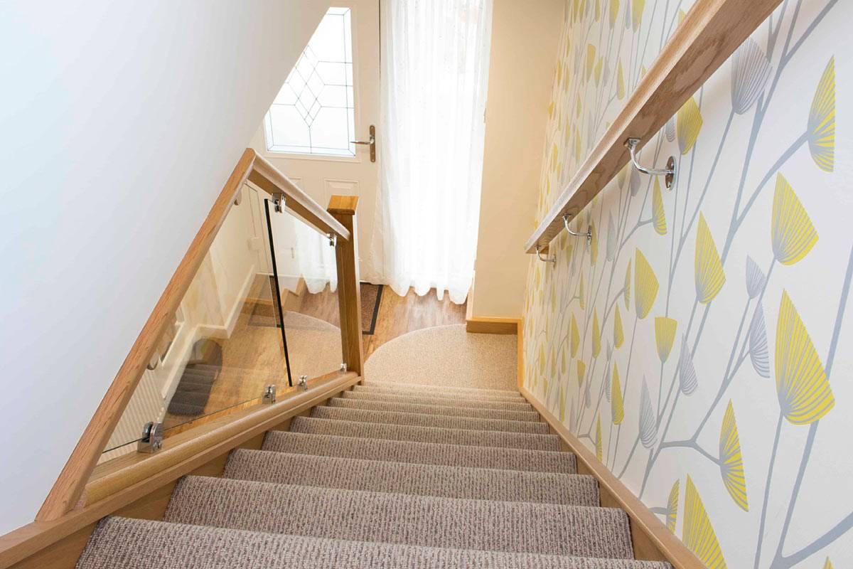 Лестницы с покрытием из ковролина: преимущества и технология отделки