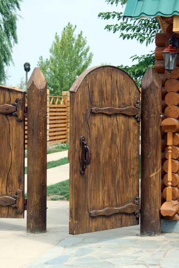 Как сделать деревянные ворота для гаража своими руками? Обзор - Чертежи и Виды — Распашные и с подъемным механизмом