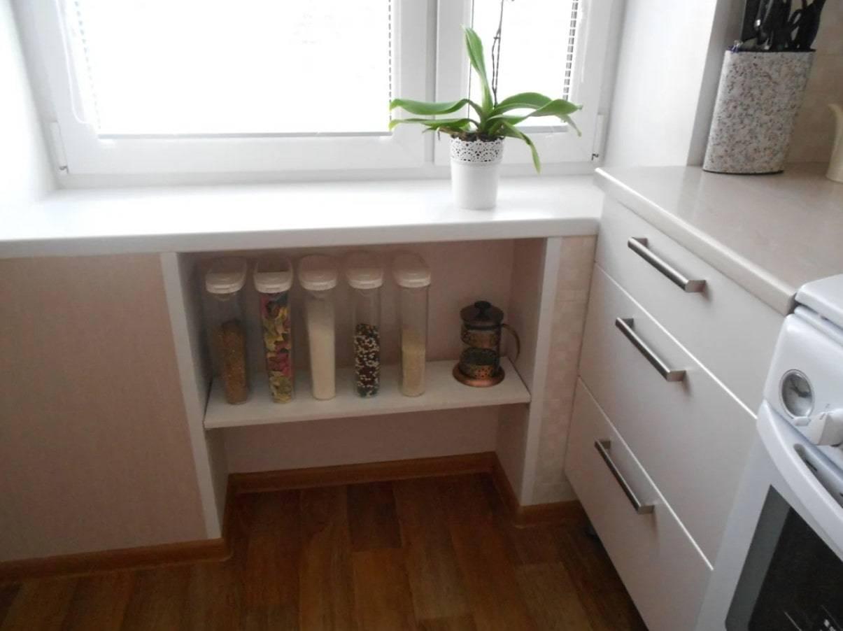 Холодильник под окном зимний в хрущевке, дизайн, переделка и отделка дверцы пластиком