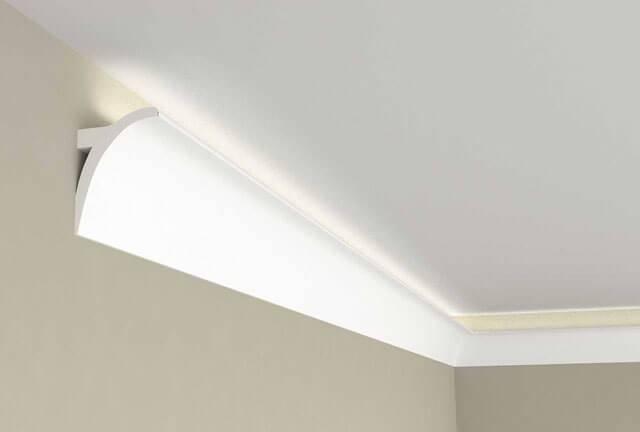 Установка и выбор плинтуса для потолка