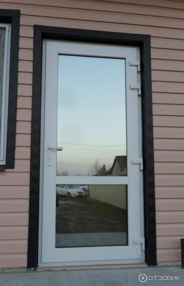 Как выбирать пластиковые входные двери для частного дома, их плюсы и минусы, отзывы + фото