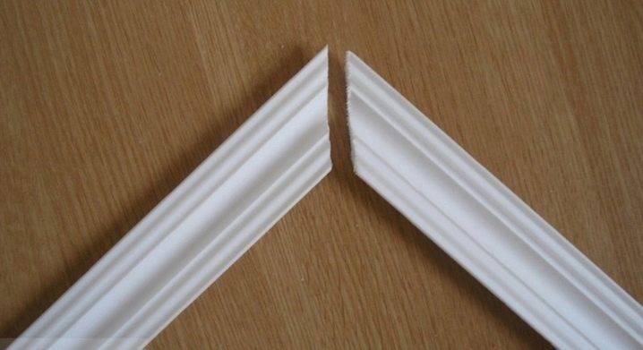 Как стыковать плинтуса в углах особенности стыка дверного наличника и планки, фото, видео