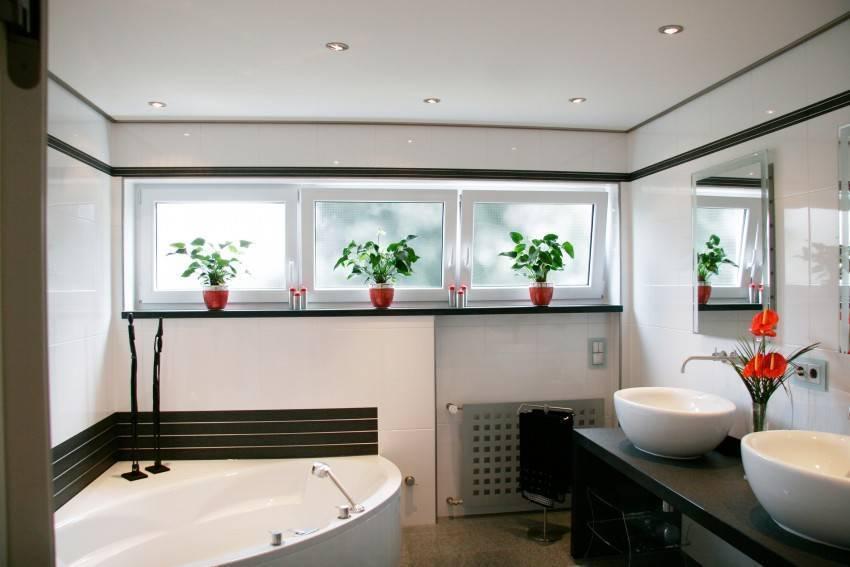 Потолок в ванной: как выбрать оптимальный вариант?