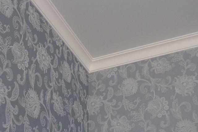 Как приклеить плинтус к натяжному потолку - инструкция, фото