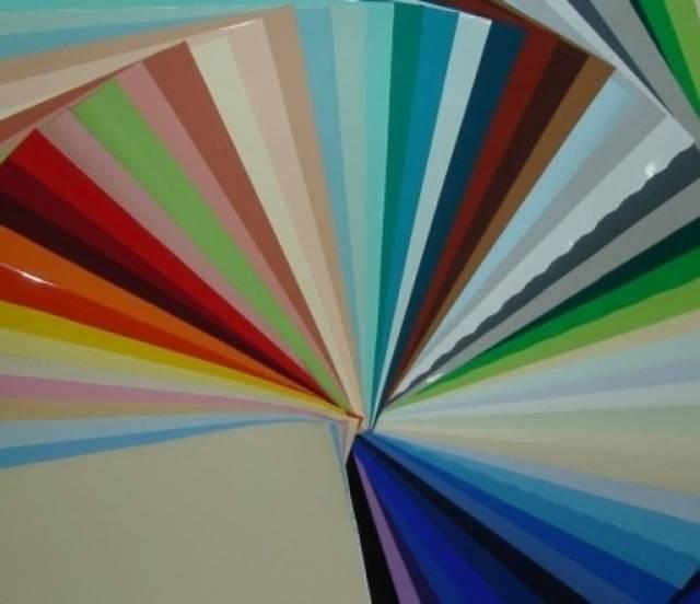 Натяжные сатиновые потолки: белый, серый и другие цвета (фото)