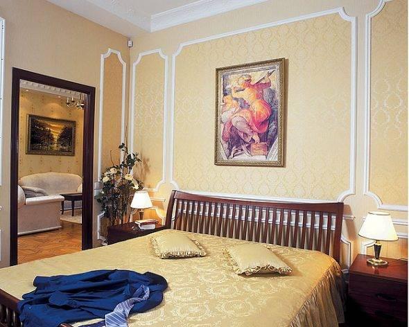 Какие картины можно вешать в спальне над кроватью