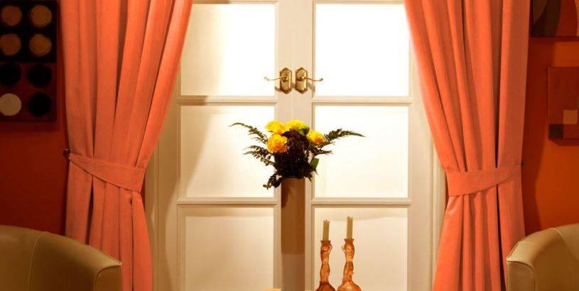 Сочетание цветов в интерьере: шторы и обои