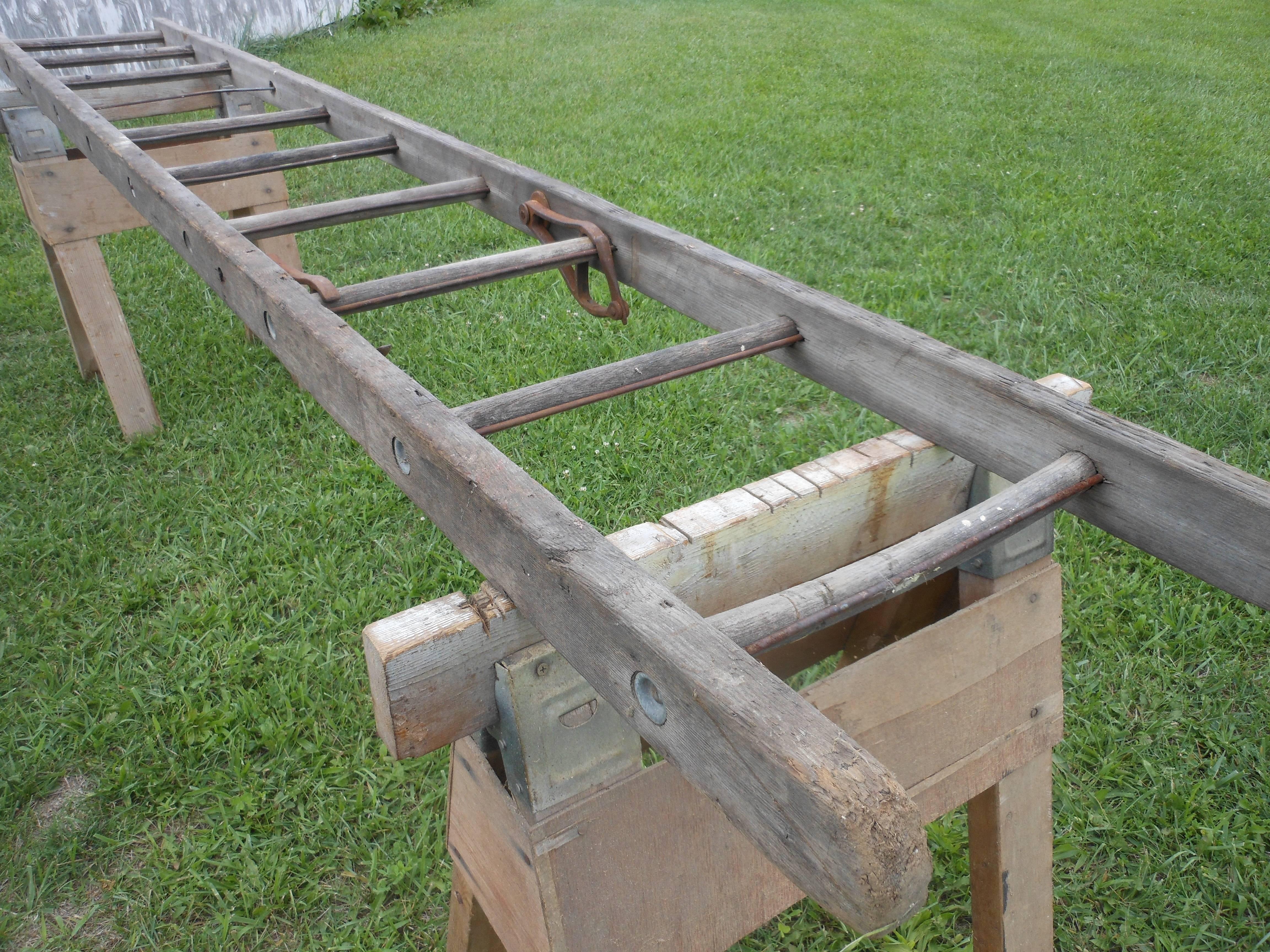 Чем хороша приставная лестница из дерева, сделанная своими руками