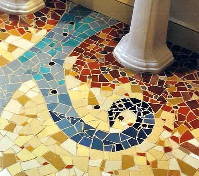 Клеим мозаичную плитку на сетке: правила укладки мозаики