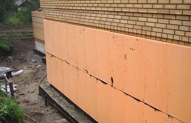 Утепление пенополистиролом: варианты использования и технология укладки для стен изнутри, применение для фундамента дома и фасадов, укладка фасадного экструдированного материала снаружи своими руками