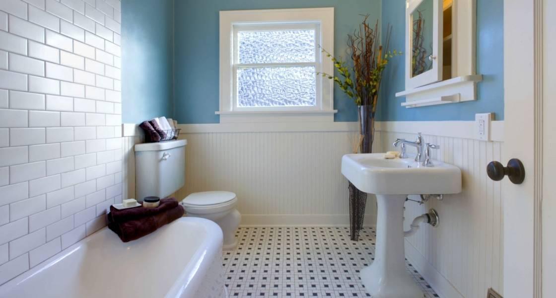 Стеклянная плитка для кухни и ванной: как придать интерьеру легкости и невесомости