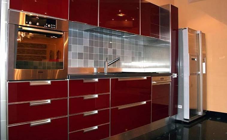 Бордовые кухни: цветовые комбинации и варианты дизайна