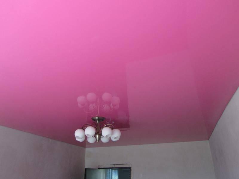 Универсальное решение в интерьере — белый матовый натяжной потолок