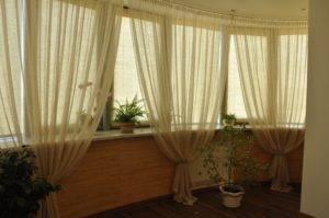 Тонировка балкона (32 фото): особенности тонирования окон зеркальной и другой тонировочной пленкой на лоджии