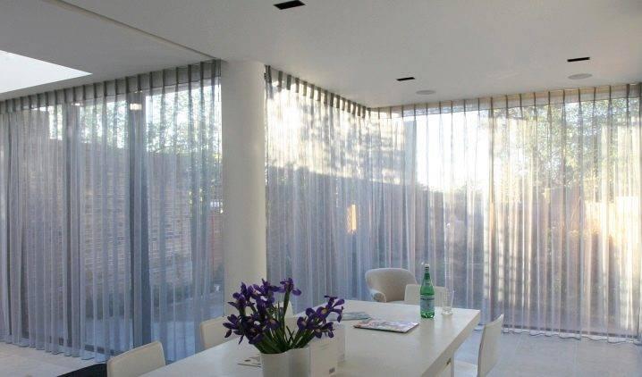 Нарядные и практичные шторы на балкон