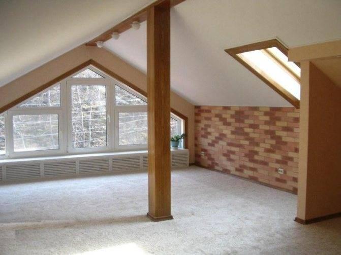 Натяжной потолок на мансарде (38 фото): конструкции на мансардном этаже, потолочное покрытие в комнате под углом