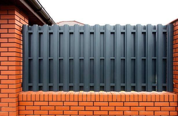 Забор из евроштакетника своими руками