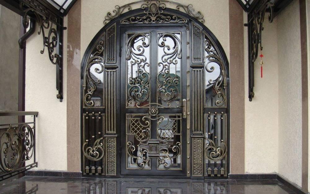 Назначение, типы, устройство металлической решетчатой двери