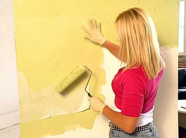 Как покрасить флизелиновые обои своими руками: водоэмульсионной краской