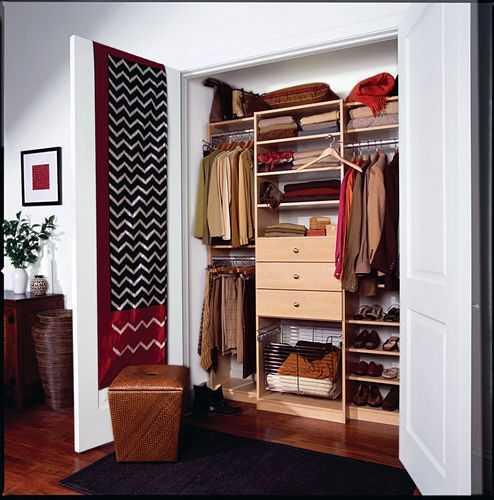 Оригинальная и практичная дверь для гардеробной