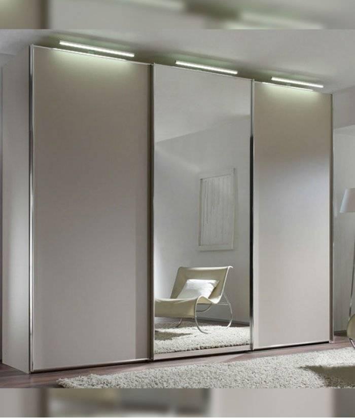 Белые шкафы в спальню (65 фото): угловые шкафы с распашными дверями и глянцем, классические встроенные модели с зеркалом и другие варианты