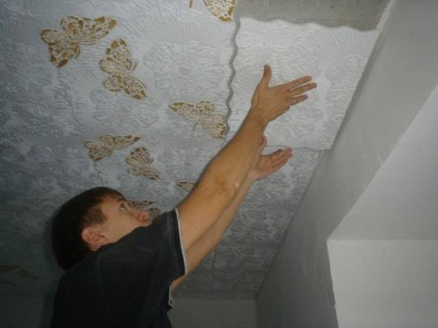 Как прикрепить пенопласт к потолку -