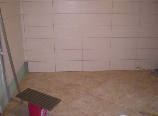 Порядок укладки плитки в ванной. этапы работ и нюансы технологии монтажа