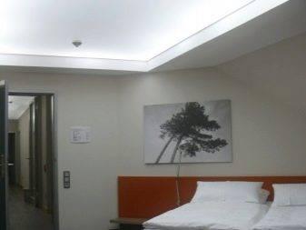 Дизайн натяжных потолков в интерьере квартиры: виды и фото