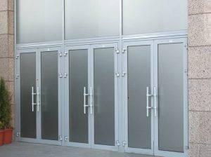 Алюминиевые двери: холодные и теплые, комплектующие, установка своими руками, фото в интерьере