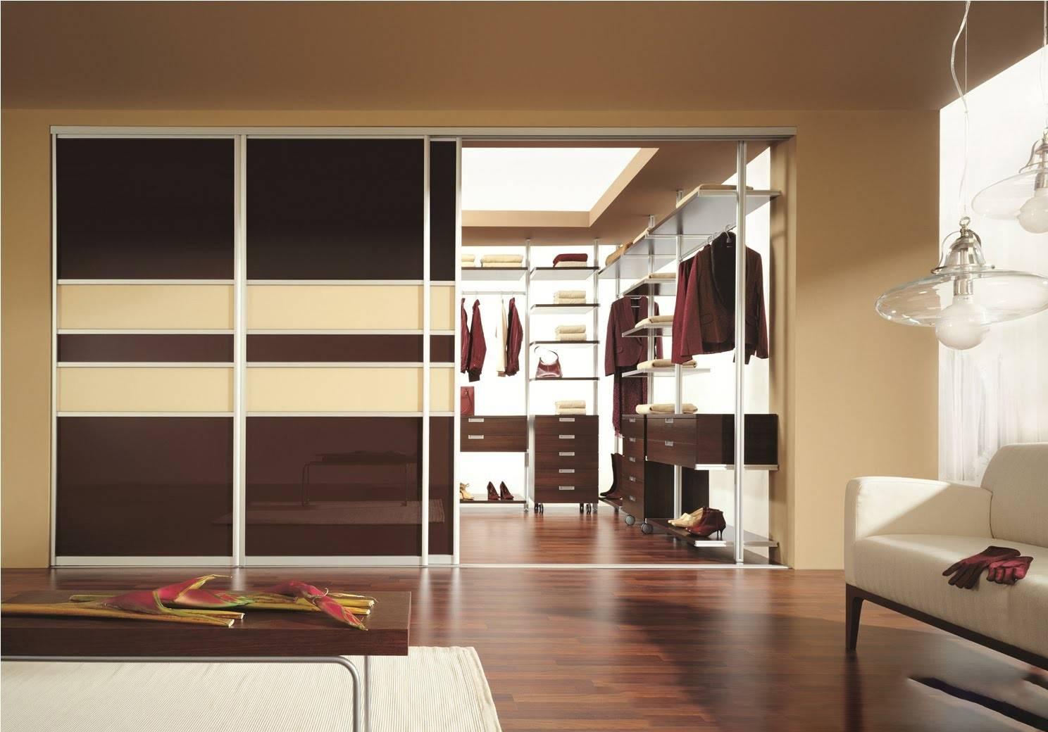 Гардеробные шкафы-купе: металлические, для одежды, двухсекционные, дизайн-проекты, расположение, фурнитура, каркас, в детскую комнату, в офис, глубина