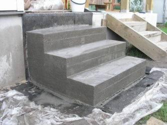 Устройство крыльца из бетона: нюансы конструирования