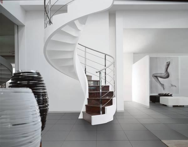 Перила для лестниц частного дома, современные стеклянные, металлические, деревянные и другие красивые ограждения и балясины для лестниц, виды декоративного оформления