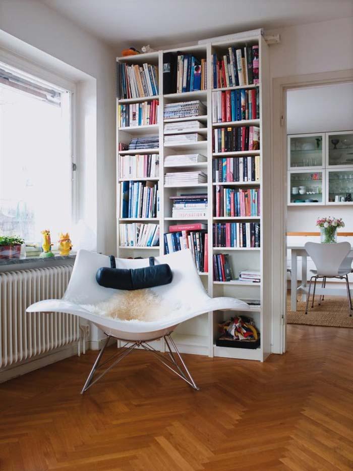 Книжный шкаф (79 фото): современные узкие стеллажи для книг, закрытые модели из массива дерева для дома