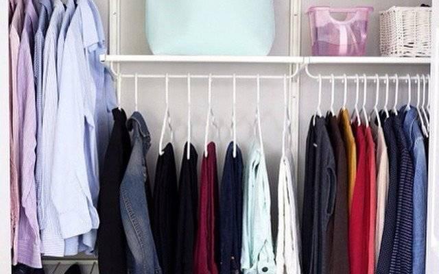 Как навести порядок в шкафу с одеждой: идеи расположения и хранения вещей