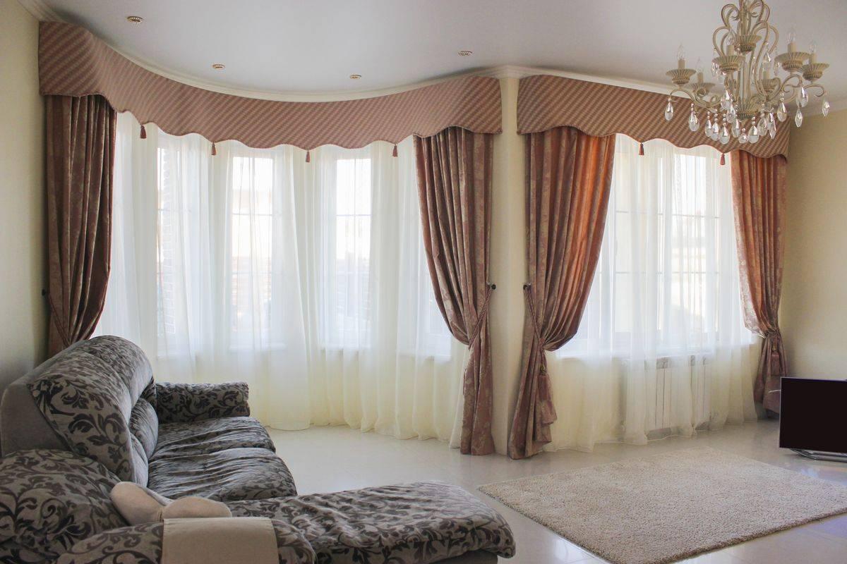 Ламбрекены для зала, красивые шторы в гостиную в современном стиле  - 43 фото