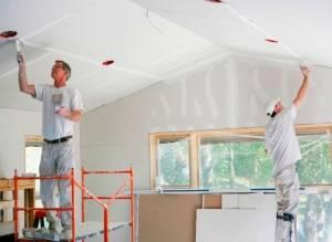 Покраска потолка водоэмульсионной краской: правила, технология, видео