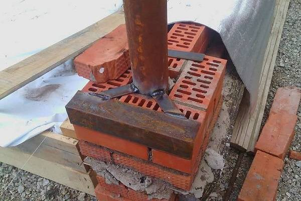 Крепление калитки к кирпичным столбам: установка ворот в заборе, фото монтажа
