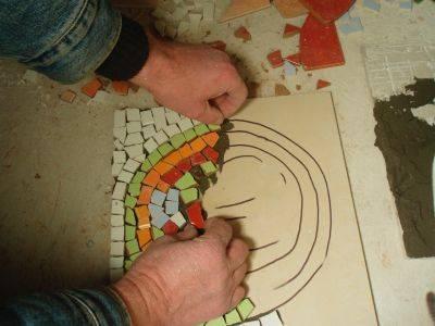 Как клеить мозаику – тонкости и способы укладки + выбор клея для мозаичной плитки