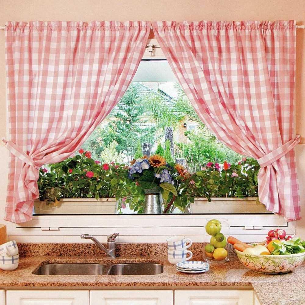 Короткие шторы на кухню: идеи оформления и советы по выбору