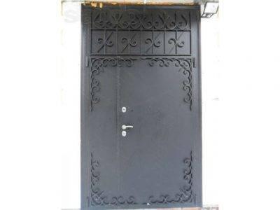 Кованые двери (42 фото): входные железные изделия с ковкой, модели с элементами из стекла и коваными узорами для частного дома, лучшие варианты