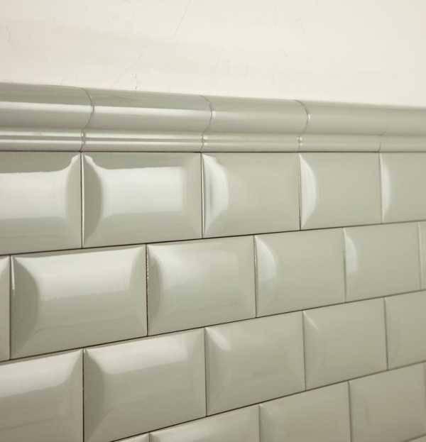 Бордюр для ванной на плитку: выбираем, монтируем, наслаждаемся результатом